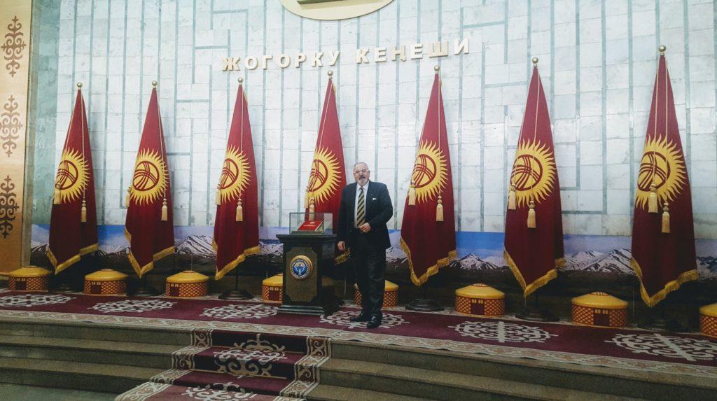 Konsul Janusz Krzywoszyński na misji w Kirgistanie