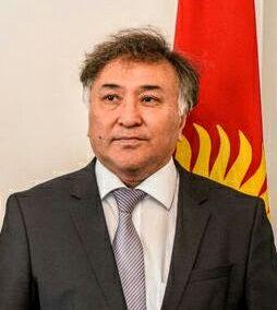 Jego Ekscelencja Ambasador Kirgistanu w Republice Federalnej Niemiec Ernist Otorbaev.