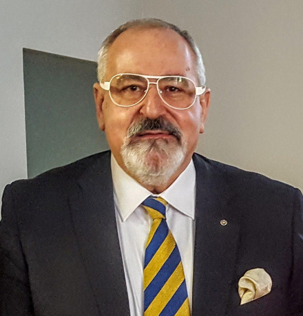 Konsul Honorowy Republiki Kirgiskiej Janusz Krzywoszyński