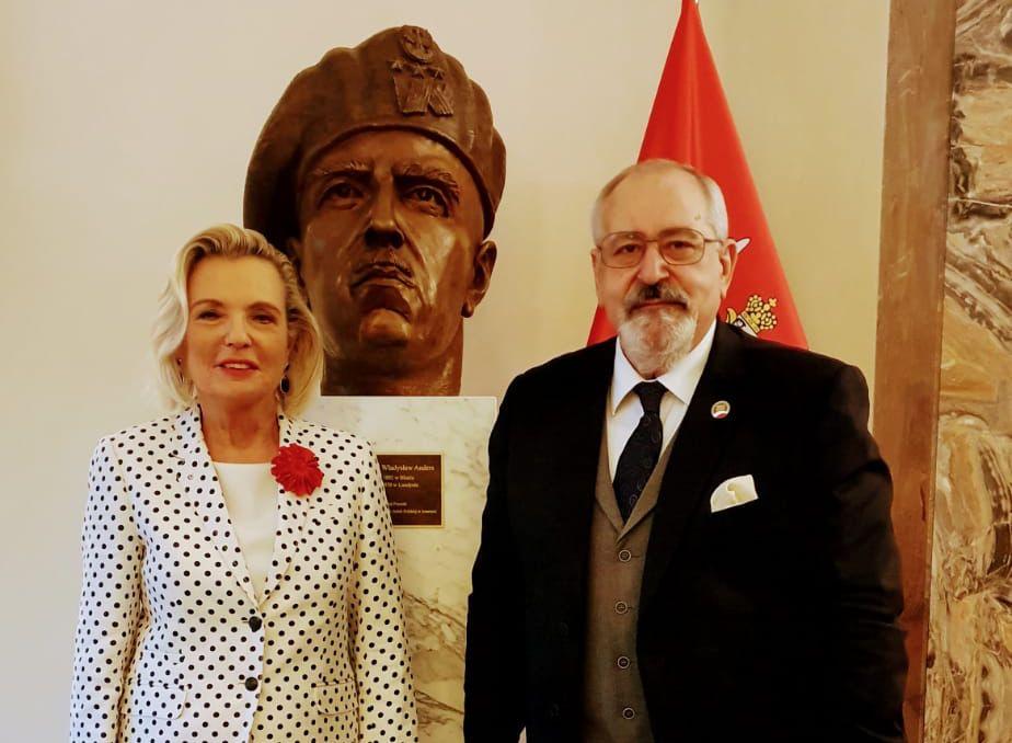 Uroczyste wręczenie Krzyża Kawalerskiego Orderu Zasługi Rzeczypospolitej Polskiej emerytowanemu inspektorowi policji włoskiej Giuseppe Mura