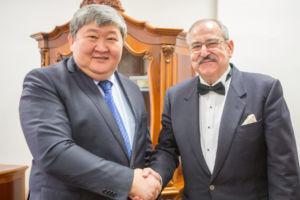 Moment nominacji w ambasadzie Kirgistanu w Wiedniu przez Jego Ekscelencję Ermeka Ibraimova
