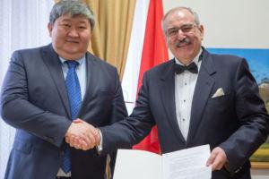 Przyjęcie gratulacji od Jego Ekscelencji, ambasadora Kirgistanu w Austrii, Ermeka Ibraimova z powodu nominacji na konsula honorowego