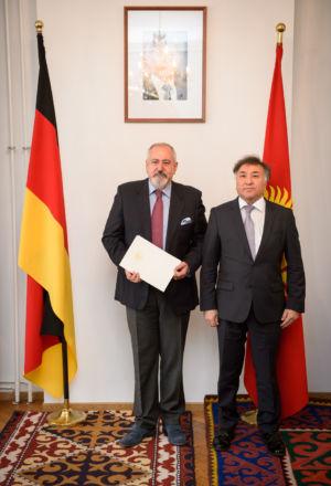 Wspólne zdjęcie z Jego Ekscelencję, Panem ambasadorem Erinesem Otorbajewem