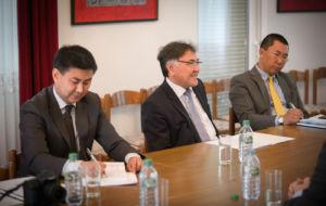 Rozmowa dotycząca współpracy nowo otwartego konsulatu w Polsce, podległego ambasadzie Republiki Kirgiskiej w Berlinie