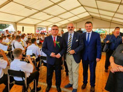 Od lewej: Marszałek Województwa Małopolskiego Witold Kozłowski, Konsul Janusz Krzywoszyński oraz Wójt Gminy Spytkowice Mariusz Krystian.
