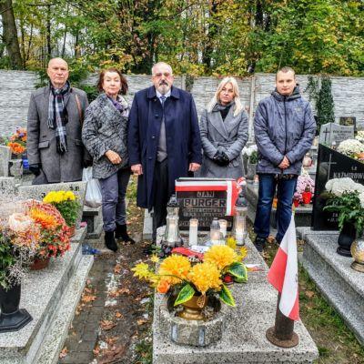 Składanie kwiatów oraz na grobie obrońcy Lwowa