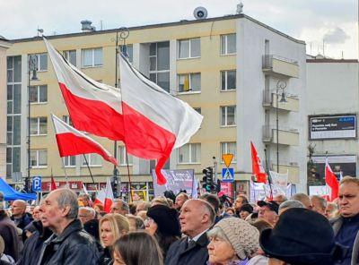 Ulice były pełne flag